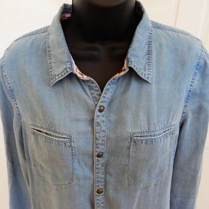 The Shirt by Rochelle Behrens Tops - The Shirt by Rochelle Behrens - Chambray Button-Up